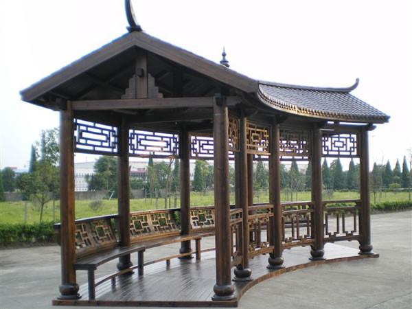 弧形木制長廊